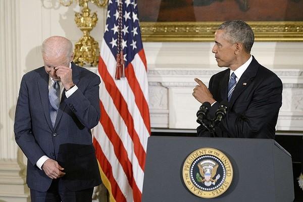 """欧巴马突然颁发""""总统自由勋章"""" 拜登激动频拭泪"""