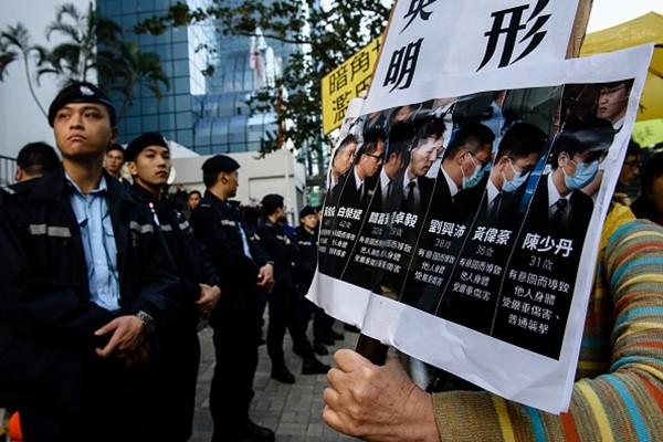 """""""雨伞运动""""7警察判决书下来   高级督察流泪了"""