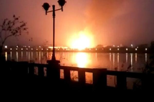 东莞回收站爆炸 火光冲天4伤