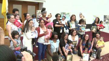 迎母乳餵養週 舊金山市府辦攝影展