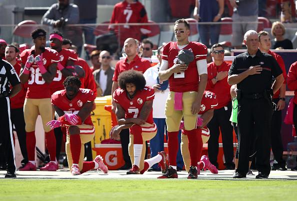 NFL要求球员奏国歌时站立 舆论称川普胜利了