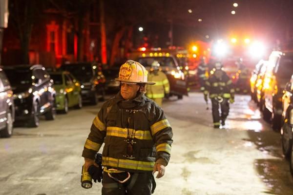 大火夜袭纽约公寓 至少12死15伤