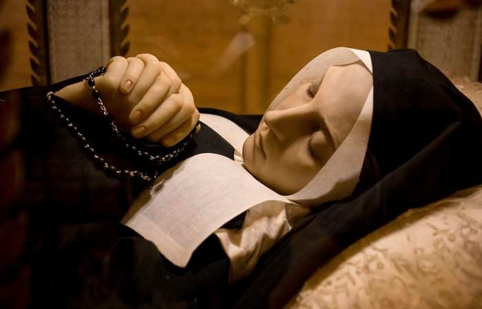 """震惊科学家!法国圣女过世130多年""""却只像睡着一般"""""""
