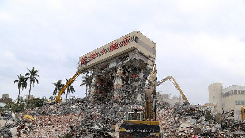 传地震当天谈买卖 统帅饭店拆到剩招牌令人唏嘘