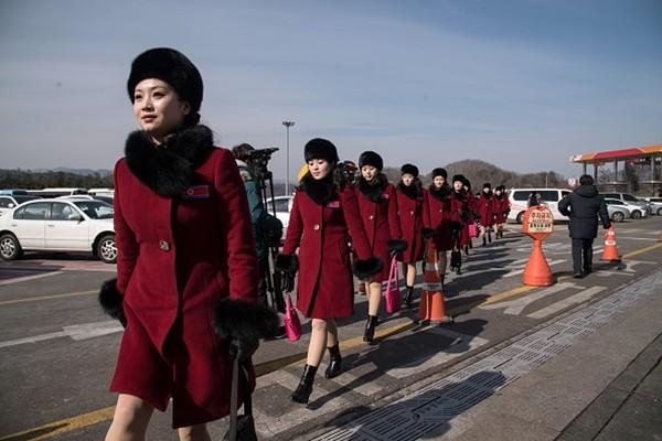 """韩国总统推动""""口红外交""""一句话让朝鲜送上数百美女"""