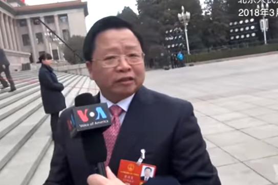 修宪实录:外媒现场追问 代表支吾躲闪落荒而逃(视频)