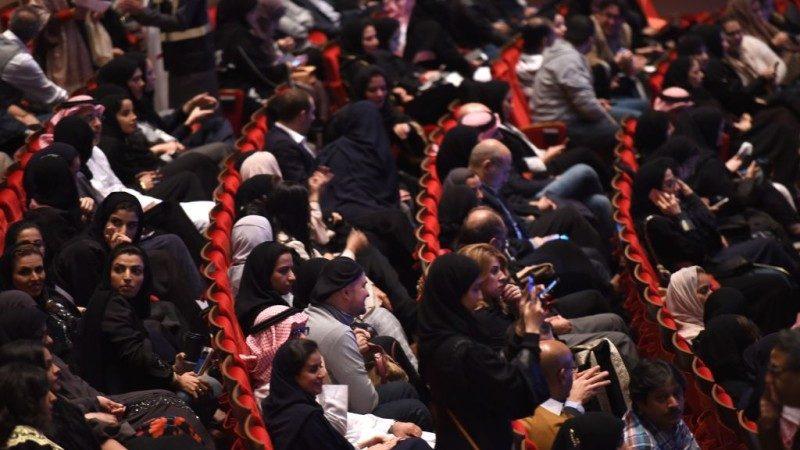 沙特关闭35年电影院重见天日 首部放映超级英雄《黑豹》