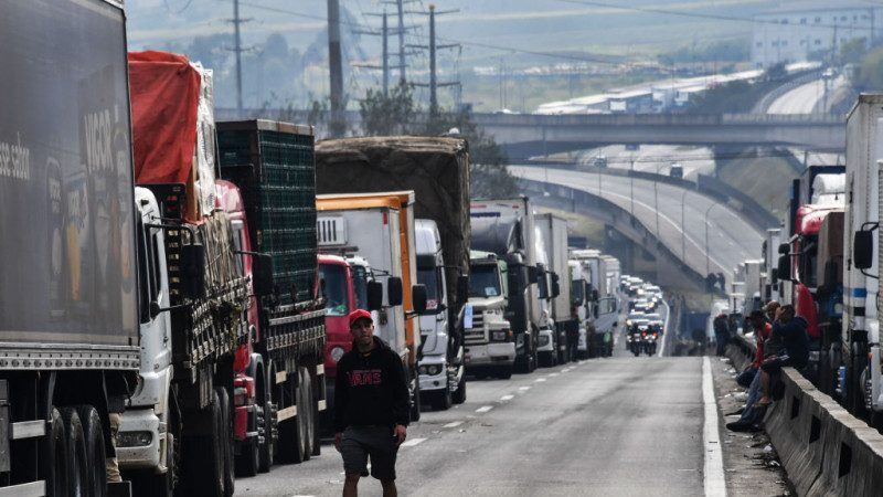 巴西总统让步 砍柴油价格阻卡车司机罢工