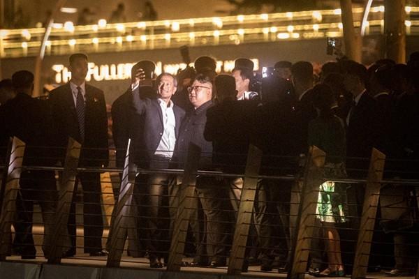 川金会朝鲜高官大开眼界:狂吃、爆买、猛拍照