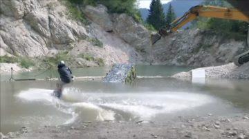 新聞放輕鬆:滑水高手玩出高度 廢棄場地成運動樂園