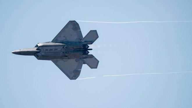 展威慑力大规模演习 美军多架战机纷抵乌克兰、英国