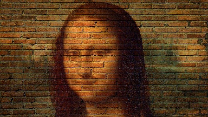 科学家用X光扫描蒙娜丽莎时,发现里面有一个神秘的外星人脸?