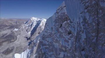 奥地利小伙三次尝试 终攀上7000米高峰