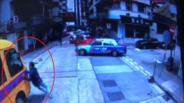 香港娃娃车冲下斜坡 司机阻车遭辗酿2死12人伤(视频)