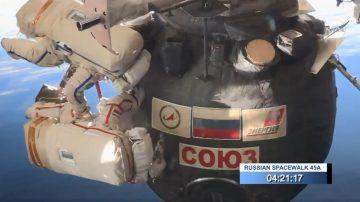 太空船出現謎樣破洞 俄太空人花近8個小時漫步取樣