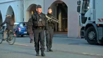 法国警方大搜捕 圣诞集市枪手被击毙