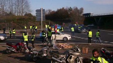 巴黎周六再发暴力抗议 当局考虑紧急状态