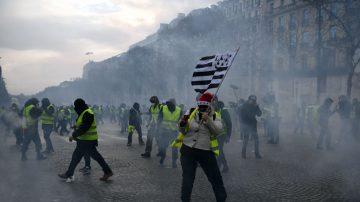 法國「黃背心」蔓延 馬克龍面臨執政危機
