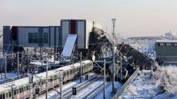 时事拼盘:刚果妇四万英尺高空产子 土耳其火车事故酿9死