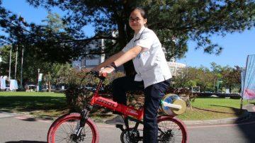 上完體育課衣服臭臭的 台高中生發明騎單車洗衣獲獎