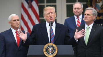 川普意外出席白宫新闻会 重申必须建墙