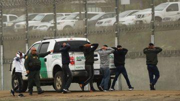 大篷车挺进美墨边境 247非法移民被捕