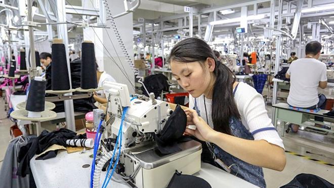 中国制造内外交困 PMI跌破临界点