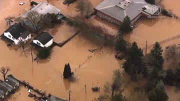 河水暴漲 北加州兩城鎮成為孤島