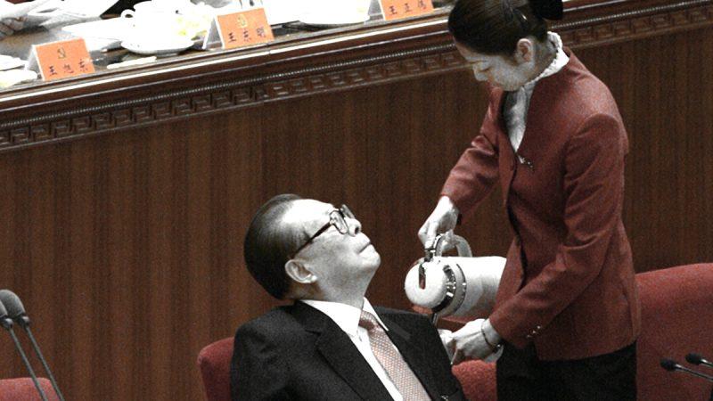 央視惡搞江澤民:被孫女尿了一褲子