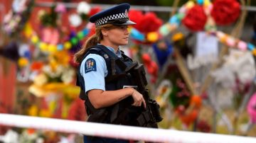 新西蘭安葬槍擊遇難者 民眾籲理智控槍